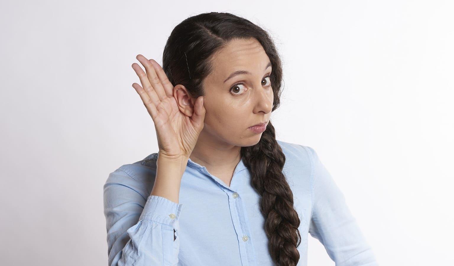 Femme avec des oreilles
