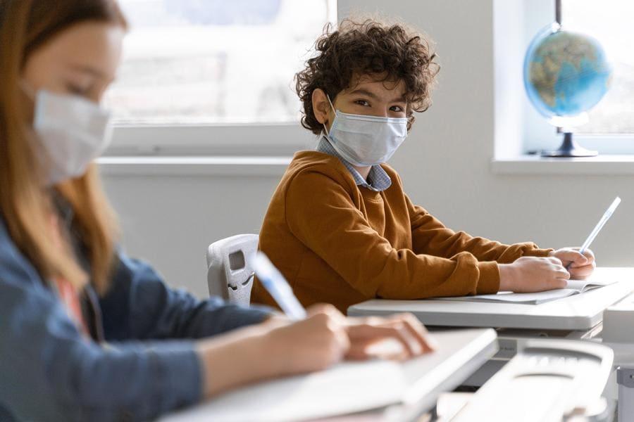 Enfants portant un masque de catégorie 1